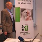 Professor Adolf Windorfer erläutert die Ergebnisse der Auswertung